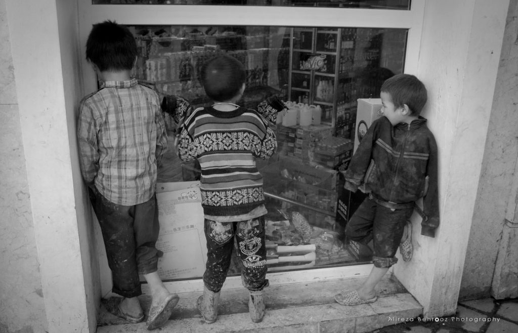 Kids watching the supermarket toys from the window! :(